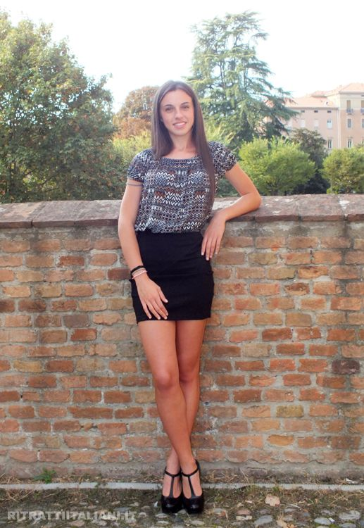 The perfect Italian girl: Michela. University student, she knows how to dress with elegance, she is always smiling