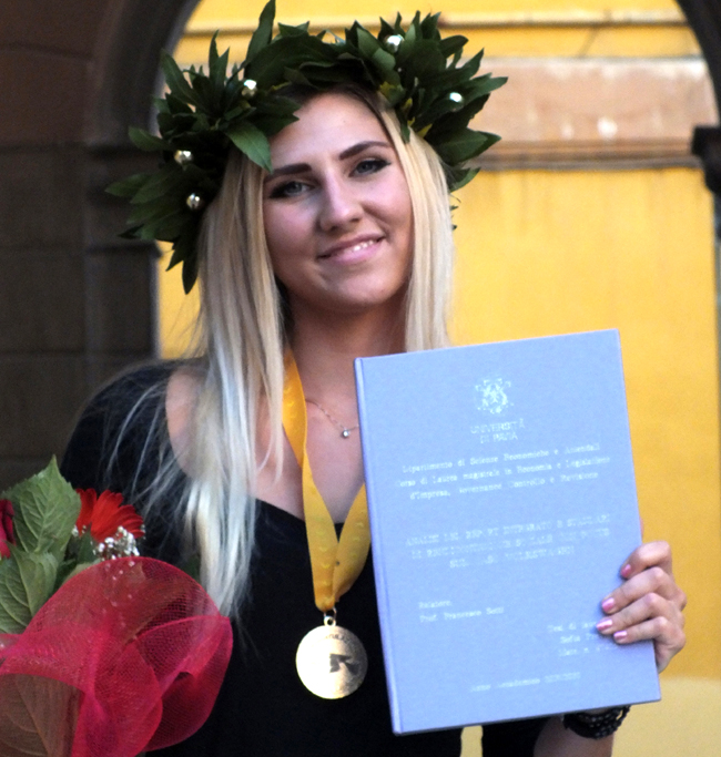 Graduation day in Italy, pics, images and rituals